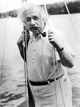 Albert Einstein fumando